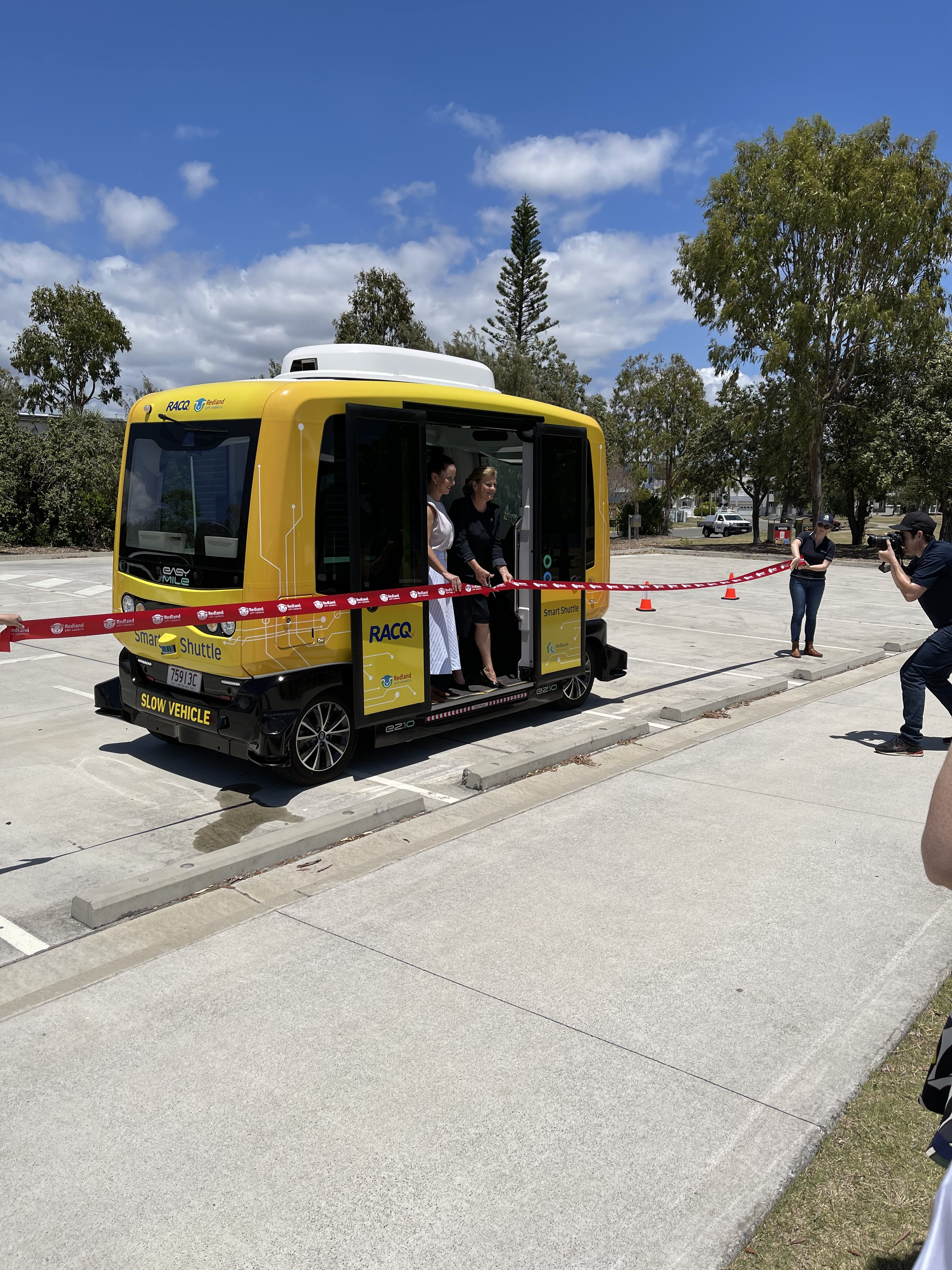 A new driverless shuttle starts operating in Raby Bay